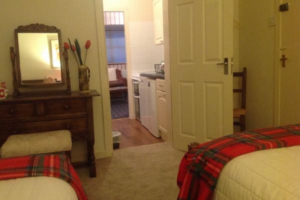 Clan Lamont Apartment5